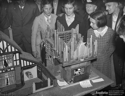Model of the cathedral organ