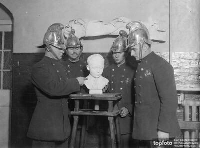 Fireman sculptor 's work for