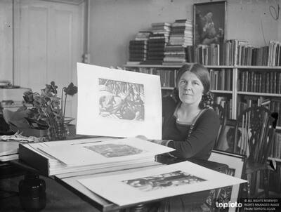 Woman artist honoured . _x000D_ Three