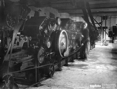 Weaving Hampshire tweeds at an