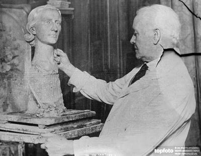 London sculptor at work on