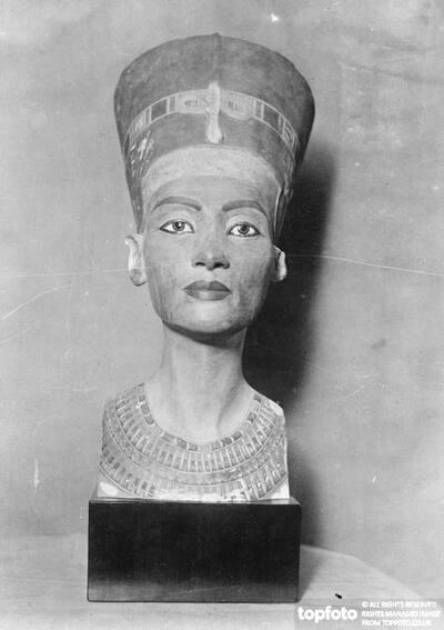 Hitler says he loves Nefertiti
