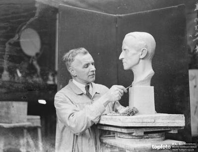 London sculptor completes bust of