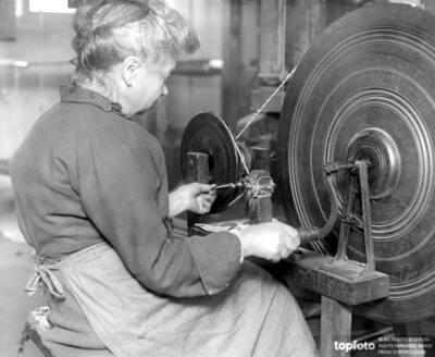 Silk velvet weaving