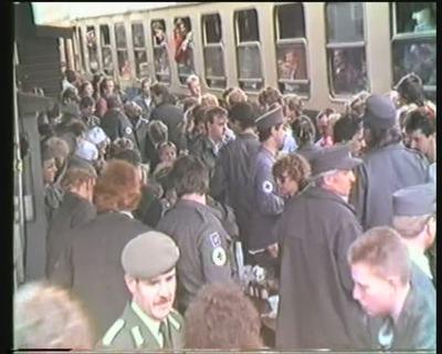 Ankunft von DDR-Flüchtlingen am Bahnhof in Hof