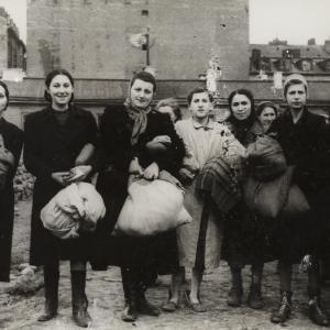 Kobiety uratowane przez A. Czerniakowa (zdjęcie nr 7)
