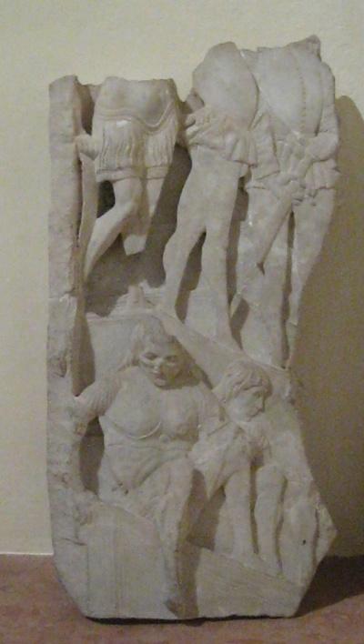 Frammento di bassorilievo con figure di armati
