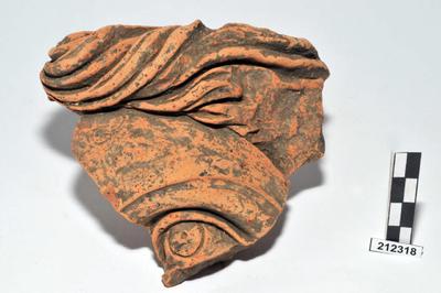 statua frontonale femminile/ testa