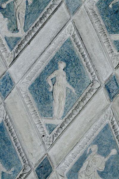Figura femminile panneggiata