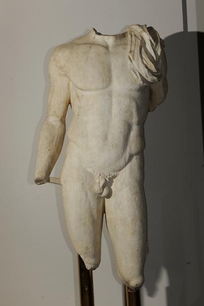 statua virile acefala