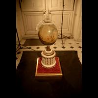 Rendu 3D de l'Oeuf d'autruche monté en vase: Vase du salon de compagnie