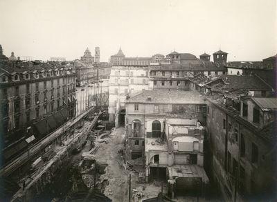 DEMOLIZIONI VIA ROMA/ (DAL TERRAZZO HOTEL CENTRAL/ DI VIA BATTISTI). TORINO/ VIA ROMA, VEDUTA DEL CANTIERE DI DEMOLIZIONE DELL'ISOLATO SAN DAMIANO DA SUD, DA VIA BATTISTI
