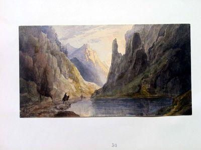 Paesaggio montuoso con lago