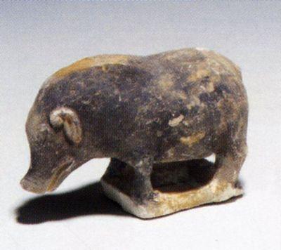 Statuina di maiale in piedi