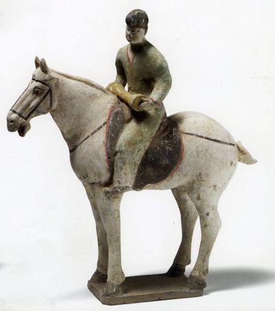 Suonatore di 'yaogu' a cavallo
