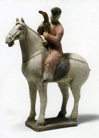 Suonatore di 'konghou' a cavallo