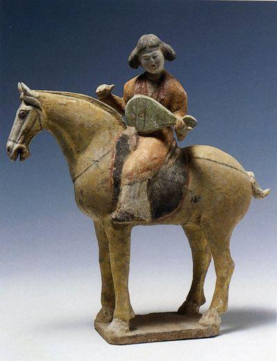 Suonatrice di 'pipa' a cavallo