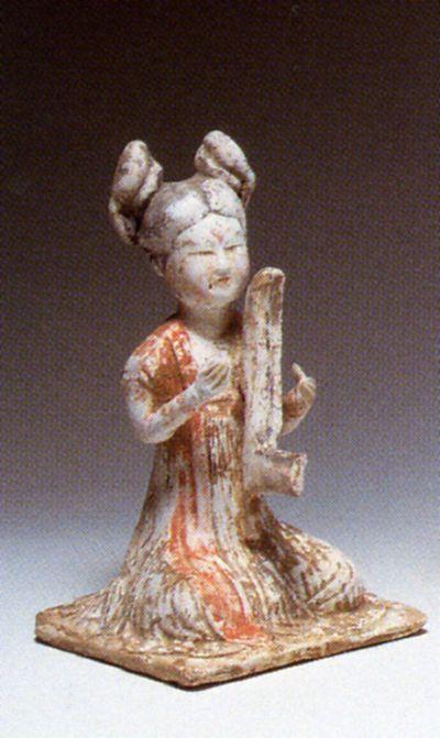 Figura di suonatrice di arpa