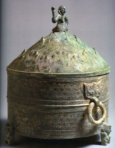 Vaso 'yunjiu zun' per vino di cereali con immortale sul coperchio