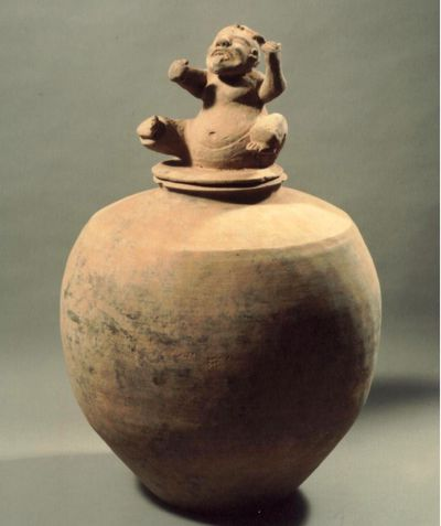 Grande vaso con tappo a forma di uomo grottesco