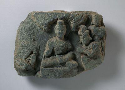 Buddha assiso sotto un albero di pīpal - invito di Indra e Brahmā alla predicazione ?