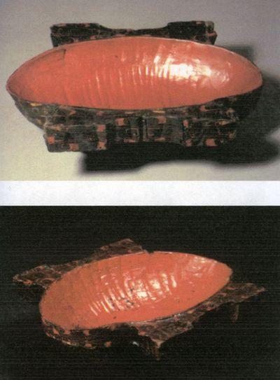 Coppa ovale con anse a semicerchio tagliato