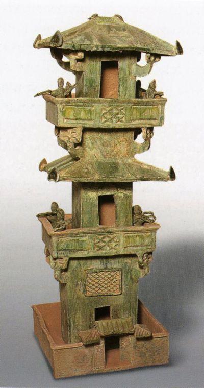 Modello di torre di vedetta con otto arcieri
