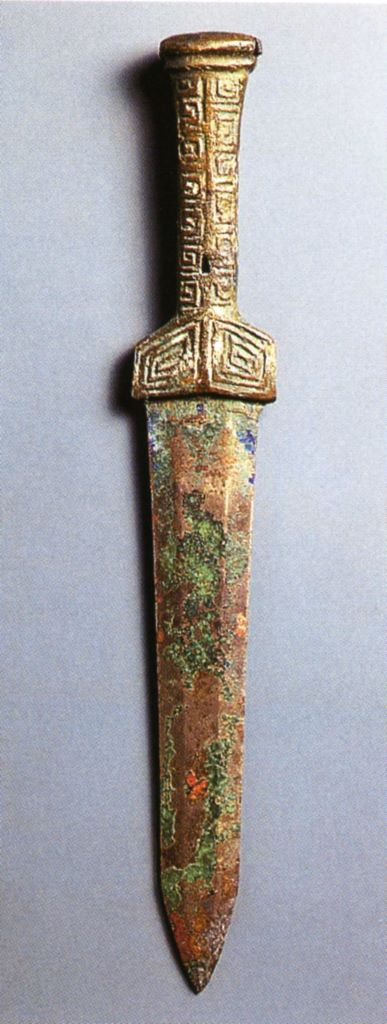 Pugnale con manico troncoconico decorato