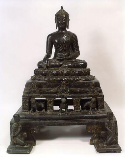 Buddha Śākyamuni sul trono dei leoni