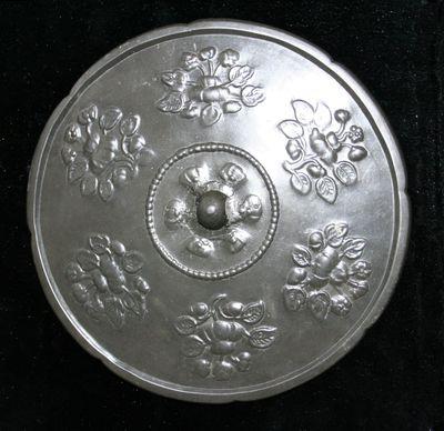 Specchio polilobato con sei disegni floreali