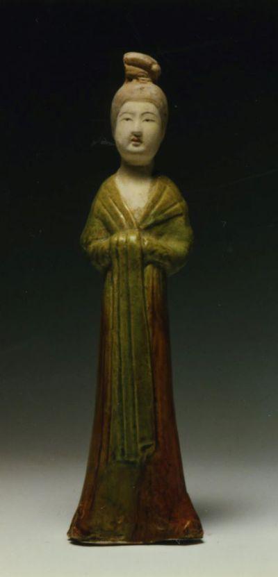 Donna con lunga sciarpa