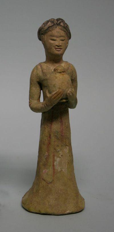 Personaggio femminile con un vaso panciuto