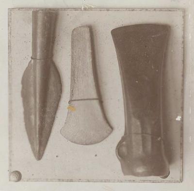 Gallische bronzen voorwerpen in het Museum te Maastricht, gevonden te Berg en Terblijt.