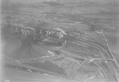 Luchtfoto staatsmijn Maurits en cokesfabriek te Geleen in 1931. Luchtfoto KLM.