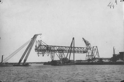 Montage kolenverlaadbrug in de Rietlanden te Amsterdam. Opname september 1926. Foto Figee Haarlem.