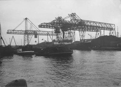 Laadbruggen in de Rietlanden te Amsterdam. Foto Pers- en bedrijfsfotografie A. Peperkamp Haarlem.