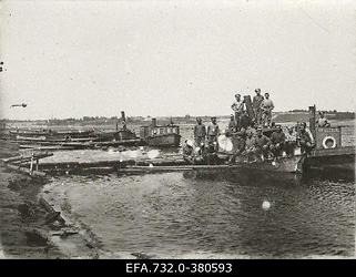 Vene sõdurid aurupaatidel Üksküla (Ikškile) paadisadamas.