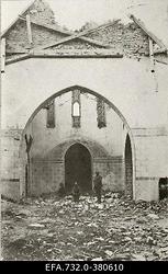 Lahingutegevuse käigus purustatud kiriku sisemus Kurtenhofis (Kurtu                      muiža, Salaspils).