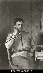Vene 33.Jalaväediviisi 131.Tiraspoli polgu ohvitser leitnant Lebedev                      telefoniga rääkimas.