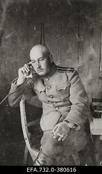 Vene 33.Jalaväediviisi 131.Tiraspoli polgu ohvitser kapten Kutšerenko                      telefoniga rääkimas.