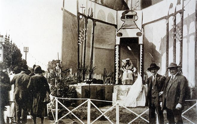 Foto: straatversiering: Esther en Assuerus, Koningin Astridlaan (Virga Jessefeesten, Hasselt, 1926)