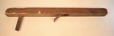 Werktuig om houten planken tot duigen te schaven