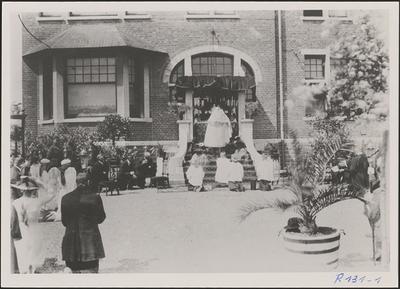 Processie - zegening aan rustaltaar (1925).