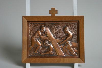 Kruisweg statie 7: Christus valt voor de tweede maal