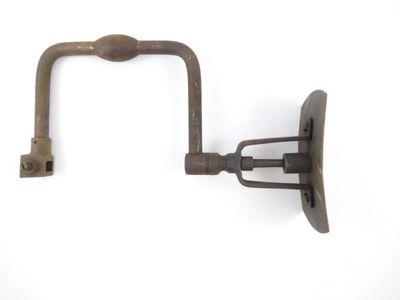 Handwerktuig voor het boren van gaten in hout