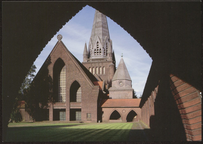 Beringen. St.-Theodarduskerk. De Beringse Mijnkathedraal werd gebouwd door architect Henri Lacoste. Dit nog jonge monument, uit 1943, verzoent op harmonische wijze zowel byzantijnse, gotische als moderne invloeden