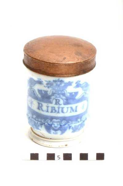 Delfts blauwe apothekerspot; R RIBIUM - PULV: CUBEB: