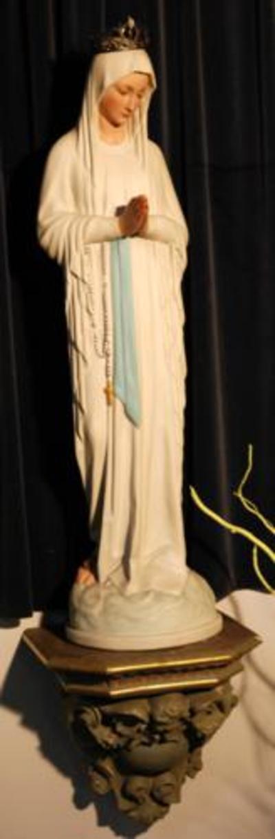 Plaasteren beeld; Onze- Lieve- Vrouw van Banneux (Maagd der Armen)