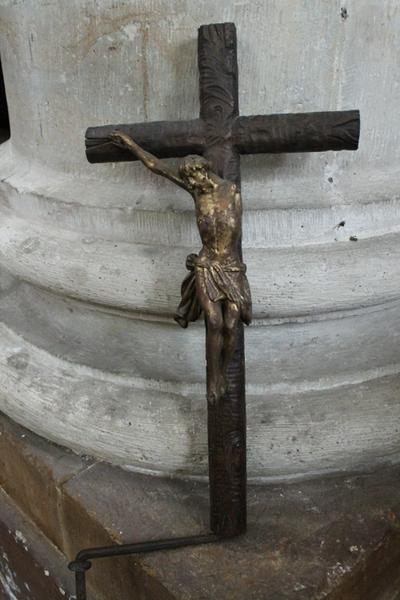 Kruisbeeld op de kansel