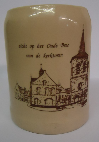 Beker met zicht op het Oude Bree van de kerktoren
